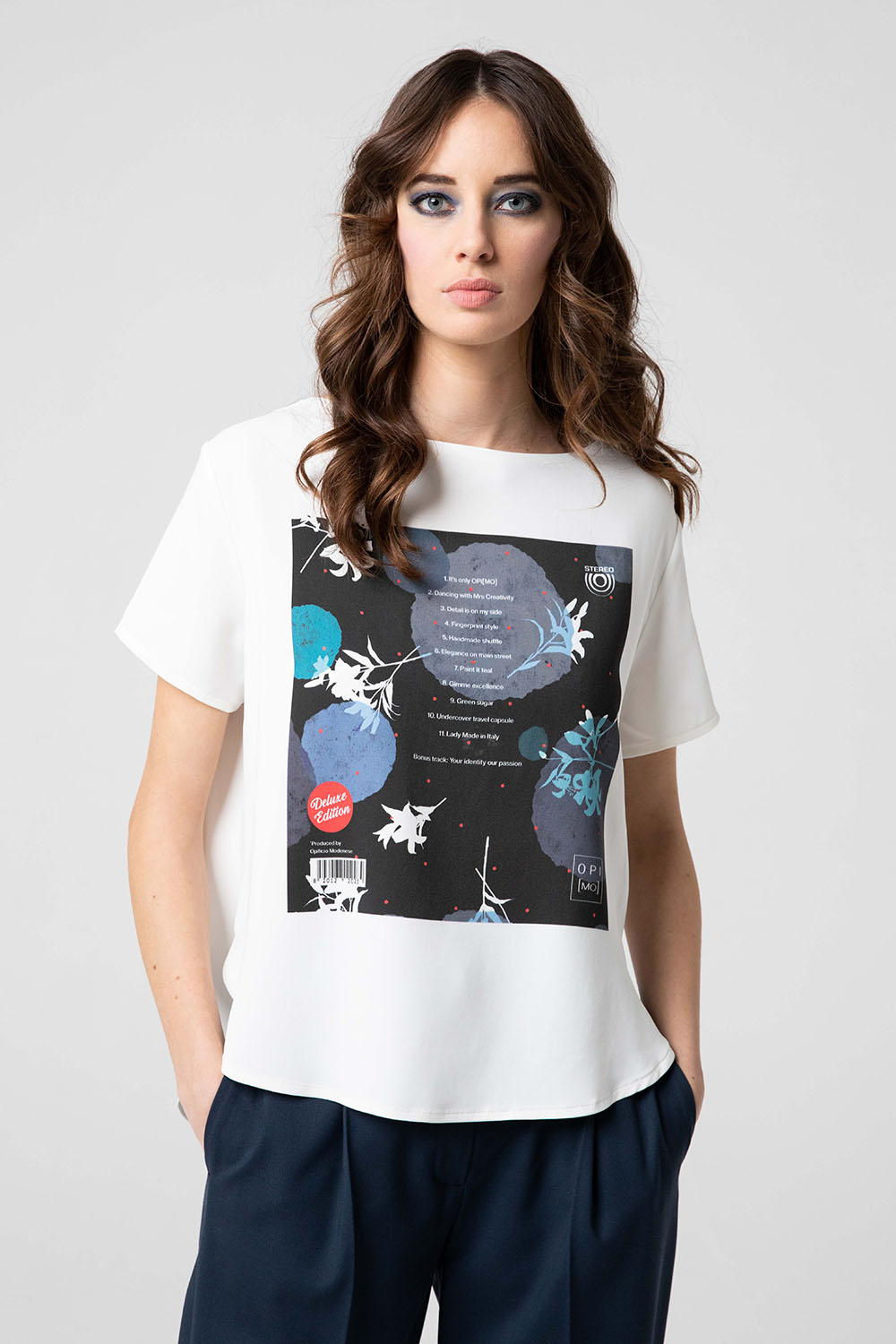 T-shirt donna bianca in stampa esclusiva OPI[MO] fw20-21