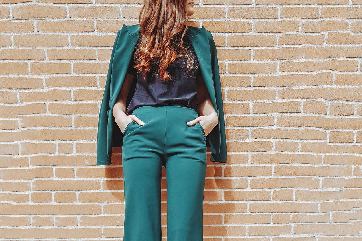 Il tailleur, l'elegante sobrietà femminile: 4 consigli per indossarlo ed essere impeccabile